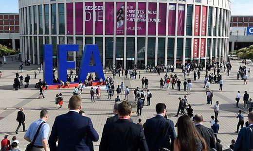 Berlin: IFA 2017: Schaulauf der klugen Kameras und findigen ...