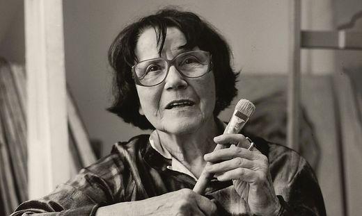 Ausschnitt aus einem Porträtfoto von Maria Lassnig, 1998