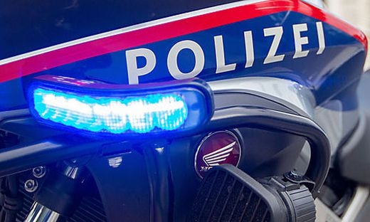 Auf der Fahrt zu einem Einsatz in Ruden ist Dienstagnachmittag ein Unterkärntner Polizist schwer verunglückt