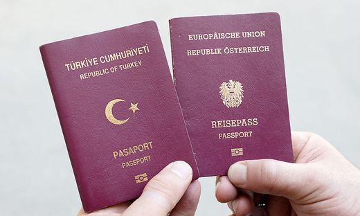 THEMENBILD: ILLEGALE OeSTERREICHISCH-TUeRKISCHE DOPPELSTAATSBUeRGERSCHAFT / DOPPELSTAATSBUeRGER / DOPPELSTAATSBUeRGERSCHAFTEN /
