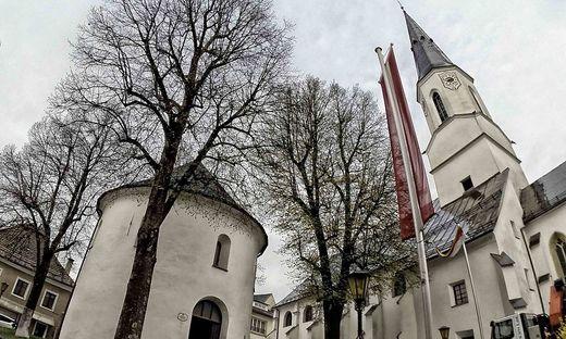 Die Stadtpfarrkirche St. Veit und der Karner