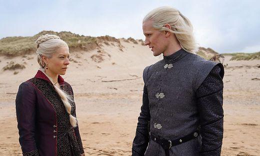 """Emma D'Arcy als """"Princess Rhaenyra Targaryen"""" und Matt Smith als """"Prince Daemon Targaryen"""""""