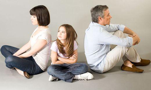 Kinder stehen oft zwischen Eltern, die sich trennen