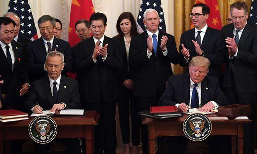 Vertragsunterzeichnung im Weißen Haus
