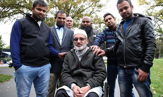 Farid Ahmad (Mitte des Bildes)