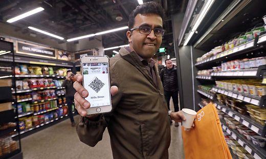 Der weltgrößte Onlinehändler betreibt bereits Geschäftslokale - vor allem für Bücher und Lebensmittel - im Bild: der Amazon Go Store in Seattle