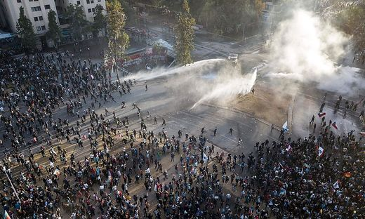 TOPSHOT-CHILE-CRISIS-PROTEST