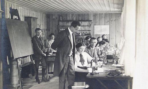Piskernik im März 1926 bei ihrer Arbeit im Nationalmuseum Laibach