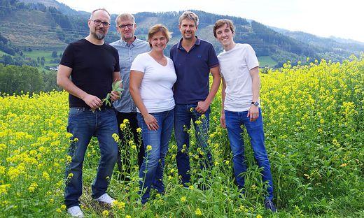 Barbara und Thomas Lanzer (Mitte) mit den Grünen Michel Reimon, Siegfried Schausberger (Bruck) und Jakob Becvar (Leoben)