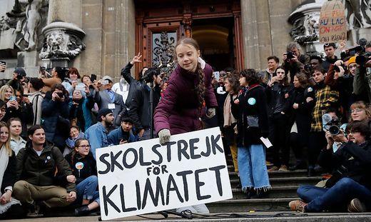 TOPSHOT-SWITZERLAND-CLIMATE-ENVIRONMENT-DEMO