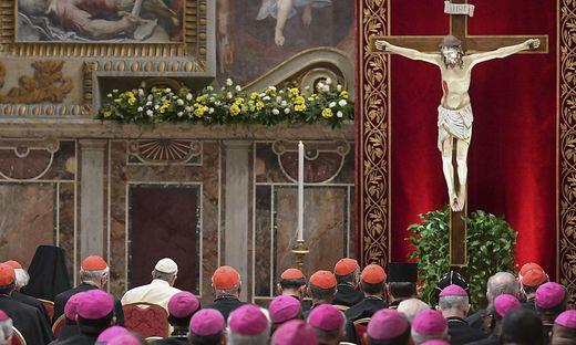 Der Papst zelebriert eine Messe in der Sala Regia
