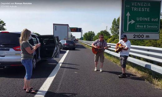 Spontaner Gig auf der Autobahn