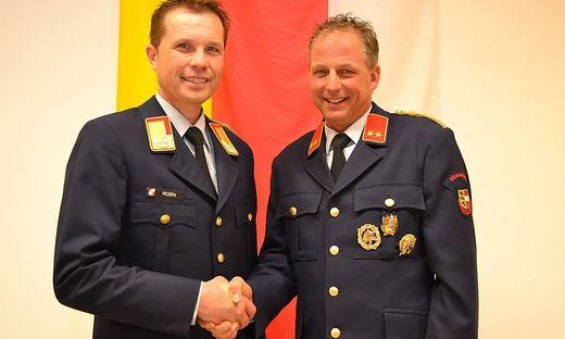 Landesfeuerwehrchef Rudolf Robin (links) mit Friedrich Monai