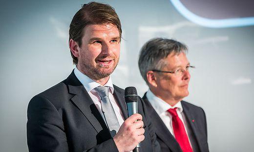 Günter Bauer (links) gibt LH Peter Kaiser einiges mit auf den Weg