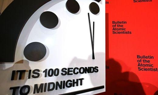 Die Weltuntergangsuhr steht derzeit auf 100 Sekunden vor Mitternacht