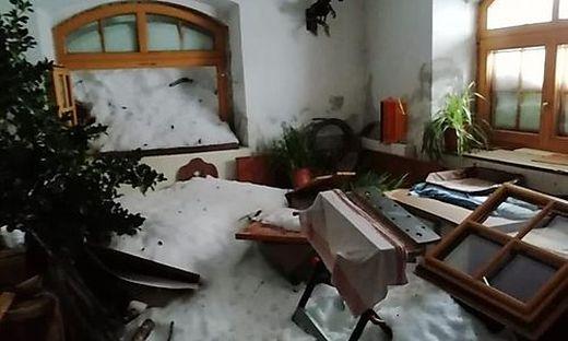 Die Stubn eines Hauses in Prägraten ist verwüstet