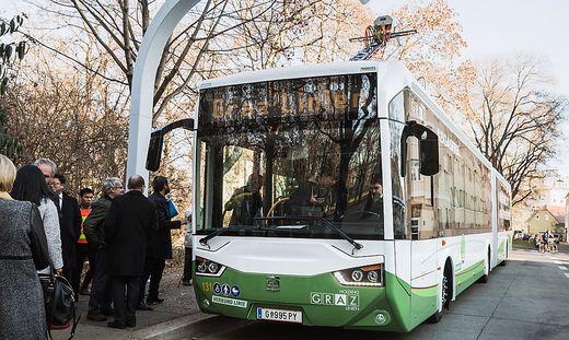 Nach Anlaufproblemen fahren nun die ersten E-Busse