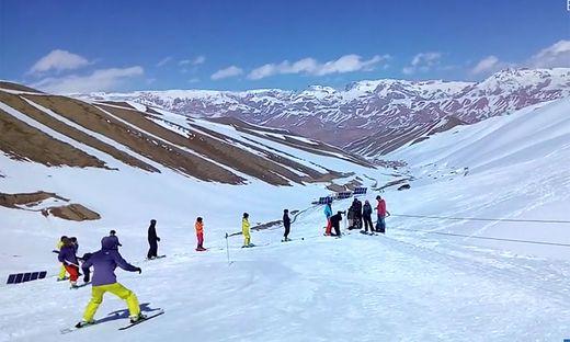 Afghanistans erster Skilift in Betrieb - für vier Personen