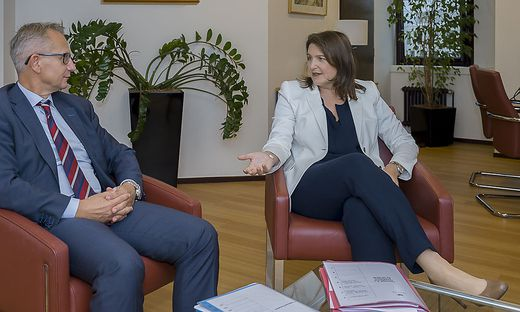 """""""Will Menschen das Gefühl geben, dass jemand darauf schaut, dass ihr Geld sinnvoll eingesetzt wird"""". Helga Berger und Gerhard Ross, ein Direktor des EU-Rechnungshofes, ein Villacher"""