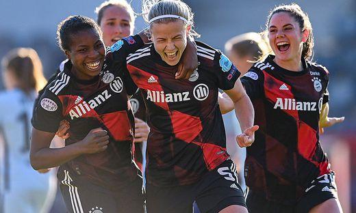 Sarah Zadrazil (rechts) und die Bayern wollen heute wieder jubeln