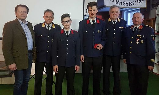 Angelobung mit Bürgermeister Franz Pirolt, Friedrich Monai, Niederer, Klesch, Heimo Haimburger, Fritz Gruber (von links)