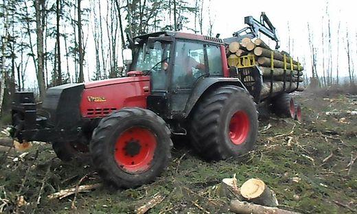 """Zumindest 150.000 Euro ohne """"Extras"""" kosten Traktoren, die jetzt wieder aufgetaucht sind"""