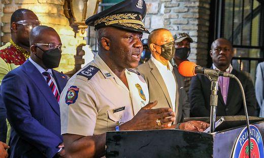 Haitis Generaldirektor der Polizei,  Leon Charles, bei der Pressekonferenz