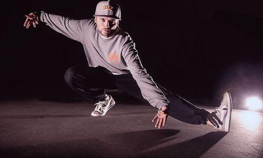Grazil fegt Pölzl nicht nur übers Tanzparkett, er brilliert auch als Moderator