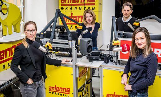 Die Gespräche mit den Spitzenkandidaten führten Pia Pipal (Antenne Kärnten) und Eva Maria Scharf, Bettina Auer und Thomas Cik von der Kleinen Zeitung. Sämtliche Beteiligte waren zum Zeitpunkt der Aufnahme negativ auf das Coronavirus getestet