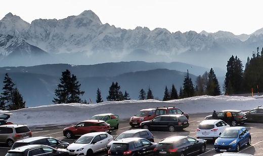 Die Parkplätze auf dem Dobratsch sind an Spitzentagen schon in den frühen Vormittagsstunden ausgelastet