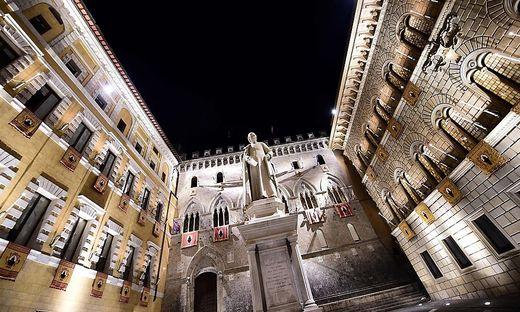 FILES-ITALY-BANKING-ECONOMY-TOURISM