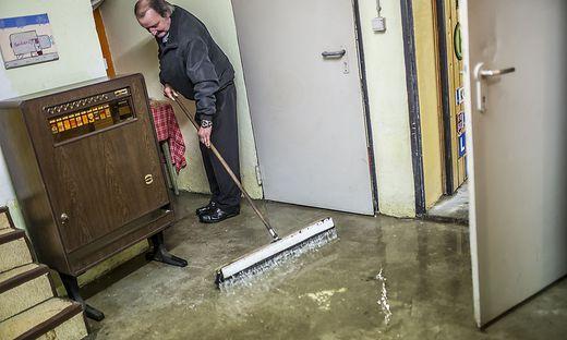 klagenfurt ehepaar k mpft seit jahren mit wasser im keller. Black Bedroom Furniture Sets. Home Design Ideas