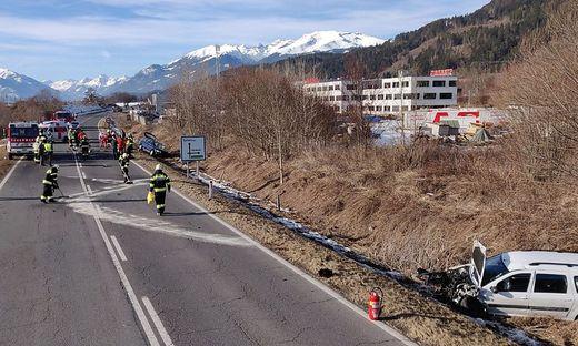 Beide Fahrzeuge wurden in den Straßengraben geschleudert