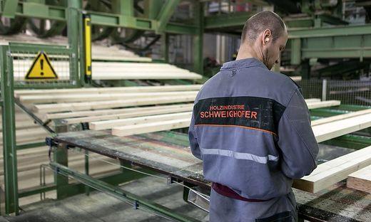 In den Sägewerken von Holzindustrie Schweighofer sollen Bäume aus Nationalparks verarbeitet worden sein
