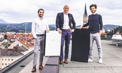 SolMate: Science-Park-Chef Martin Mössler (Mitte) mit Christoph Grimmer (rechts) und Jan Senn