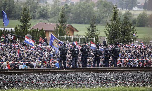 Jährlich kommen tausende Besucher zum Kroatentreffen auf das Loibacher Feld