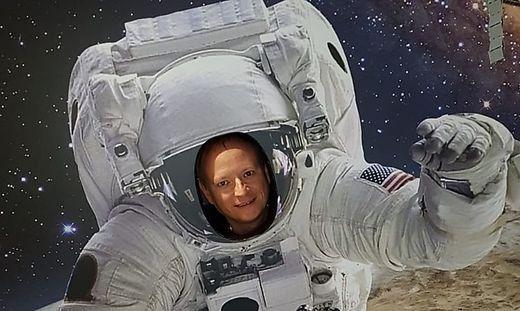 Wenn sich André Hensel (50) nicht mit Raumfahrt befasst, leitet er Kärntens FH-Bibliothek