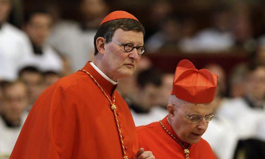 Der  Kölner Erzbischof Kardinal Rainer Maria Woelki entband zwei Mitarbeiter von ihren Dienstpflichte