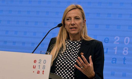 Frauenministerin Juliane Bogner-Strauß