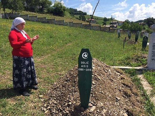 Am Grab des ersten Todesopfers der Amokfahrt.