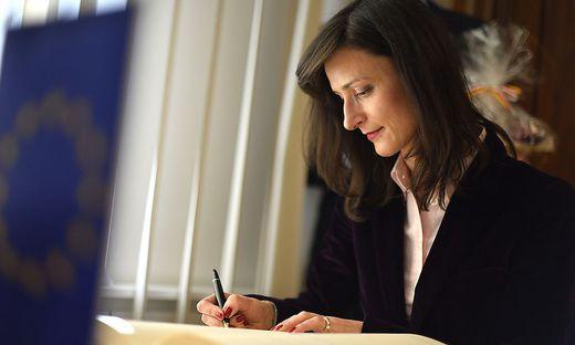 EU-Kommissarin Mariya Gabriel trug sich in das Ehrenbuch des Landes ein