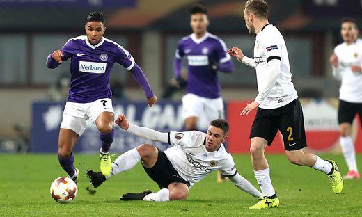 AEK Athen (in weiß) stellte die Wiener Austria ein Bein - mit Erfolg