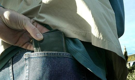 Mehrere hundert Euro stahl eine Unbekannte aus der Brieftasche eines Wolfsbergers