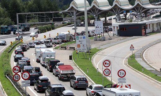 Vor allem der Verkehr ist daran schuld, dass Österreich die Ziele weit verfehlt - aktuell staut es sich wieder einmal im Reiseverkehr.