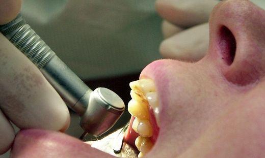 In der Affäre um Zahnarzt gibt es bohrende Fragen an Ex-Richter