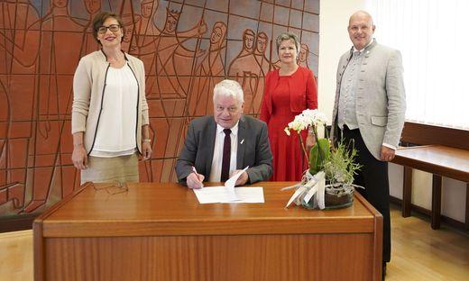 Elke Florian, Hannes Dolleschall, Ulrike Buchacher und Norbert Steinwidder bei der Angelobung