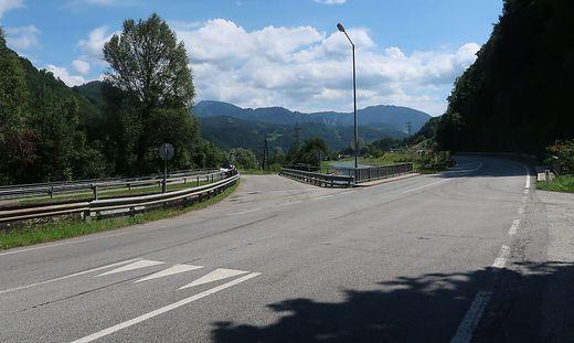 In diesem Kreuzungsbereich mit der Brucker Begleitstraße fordern die Autofahrer einen Verkehrsspiegel