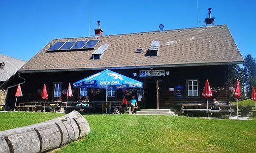 Das Almgasthaus Schweizeben auf dem Weg zum Brucker Hochanger ist das Ziel vieler Wanderer und Mountainbiker