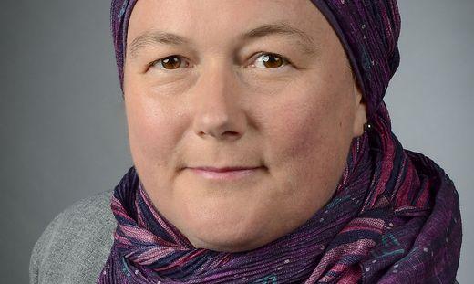 Helga Suleiman wehrt sich gegen Kopftuchverbot.