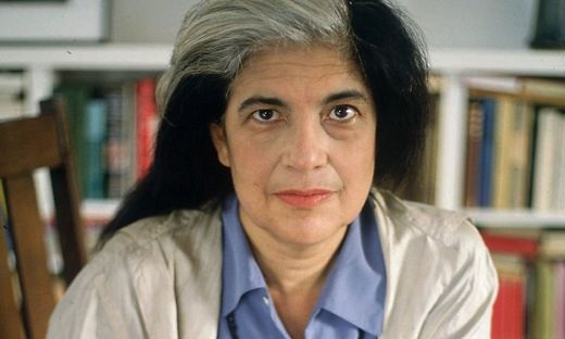 Susan Sontag in ihrer New Yorker Wohnung 1992